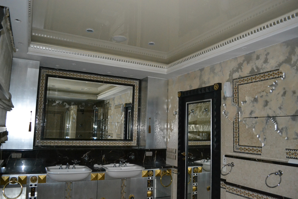 Потолок в ванной комнате.jpg