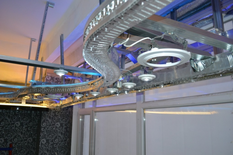 конструкция натяжного потолка с нишей под карниз.JPG