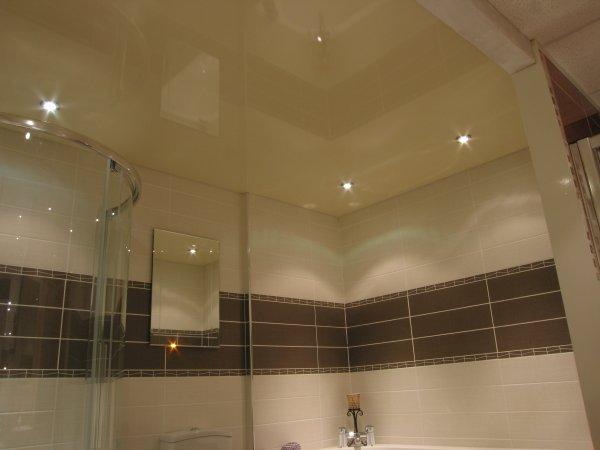 натяжные потолки в ванной фото-2.jpg