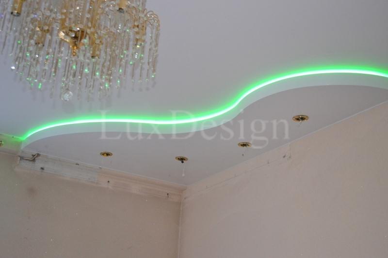 Двухуровневый натяжной потолок со светодиодной подсветкой RBG.jpg