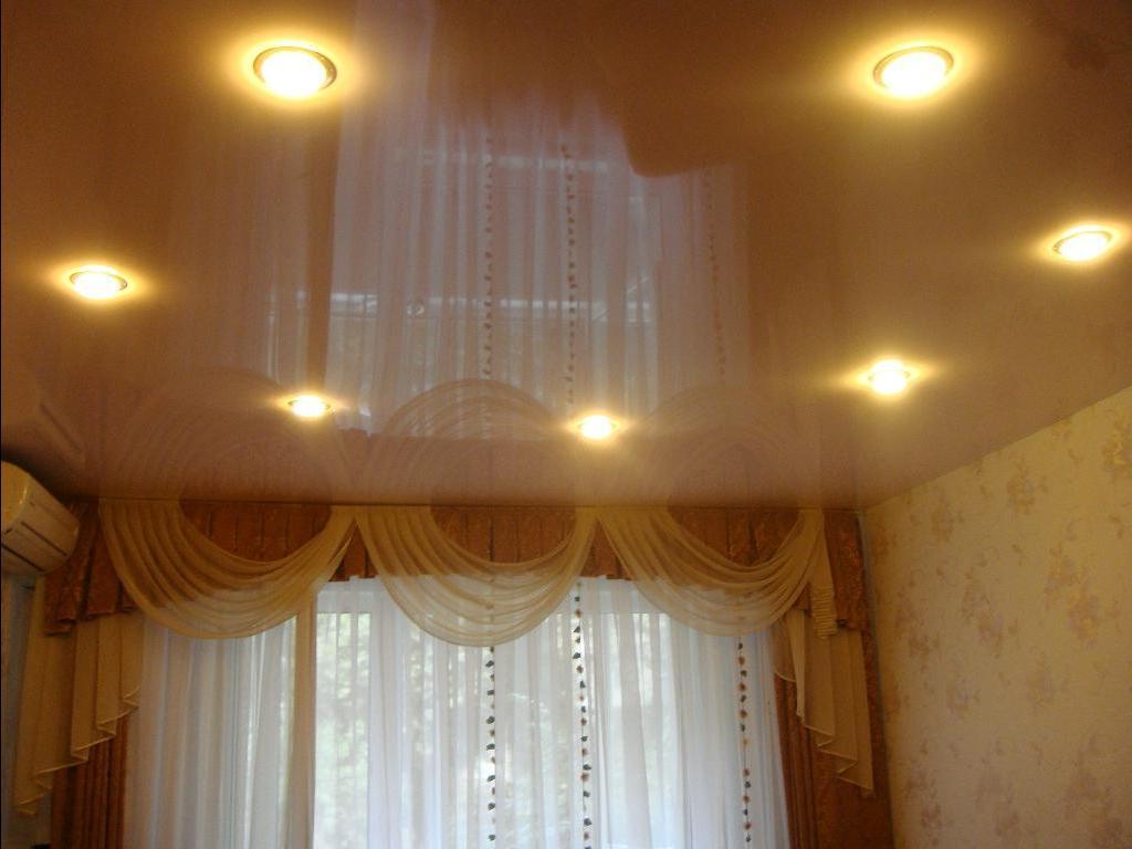 фото натяжных потолков в зале_13.jpg