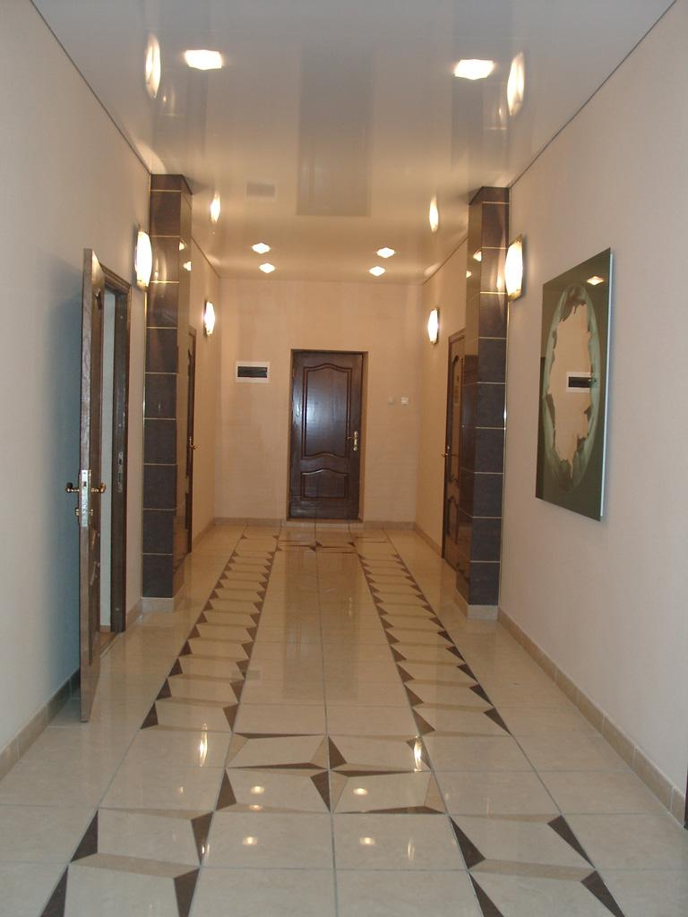 натяжной потолок в прихожей фото_2.jpg