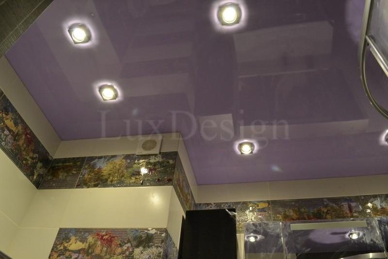 Натяжной потолок в ванной фиолетовый.JPG