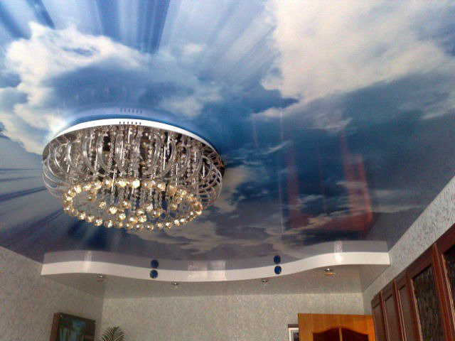 фото натяжных потолков в зале_32.jpg