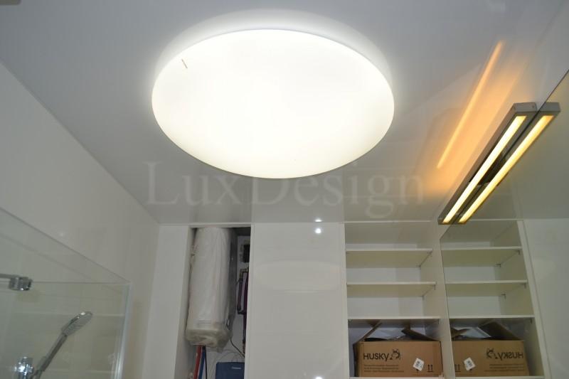 Натяжной потолок в ванной белый глянцевый.JPG