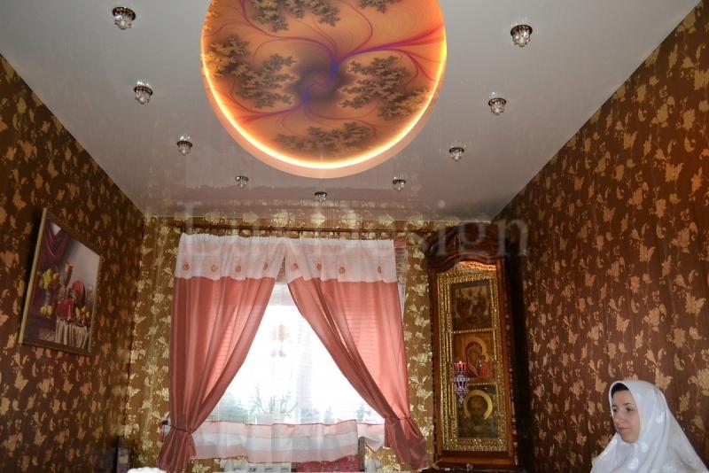 Двухуровневые натяжные потолки со светодиодной подсветкой.jpg