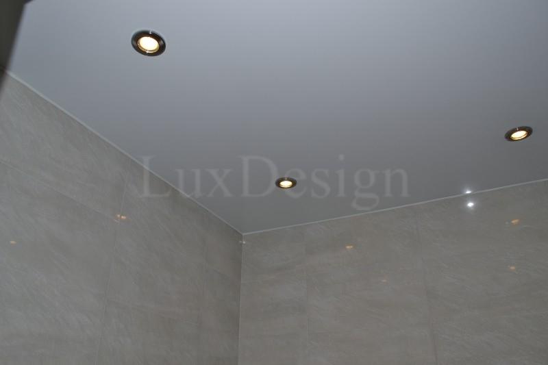 Натяжной потолок в ванной комнате.JPG