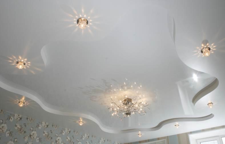 фото натяжных потолков в зале_33.jpg