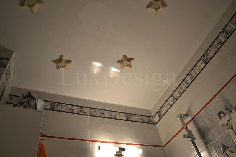 Натяжные-потолки-в-ванной.jpg