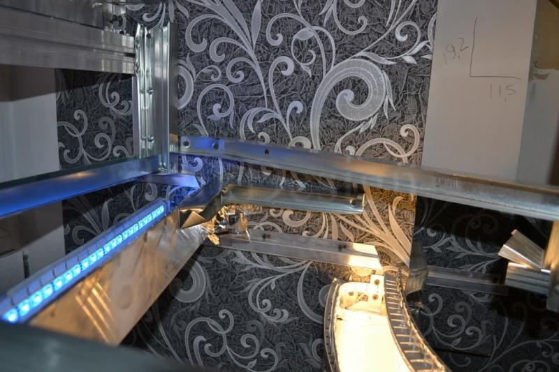 светодиодная конструкция натяжного потолка с нишей под карниз.JPG