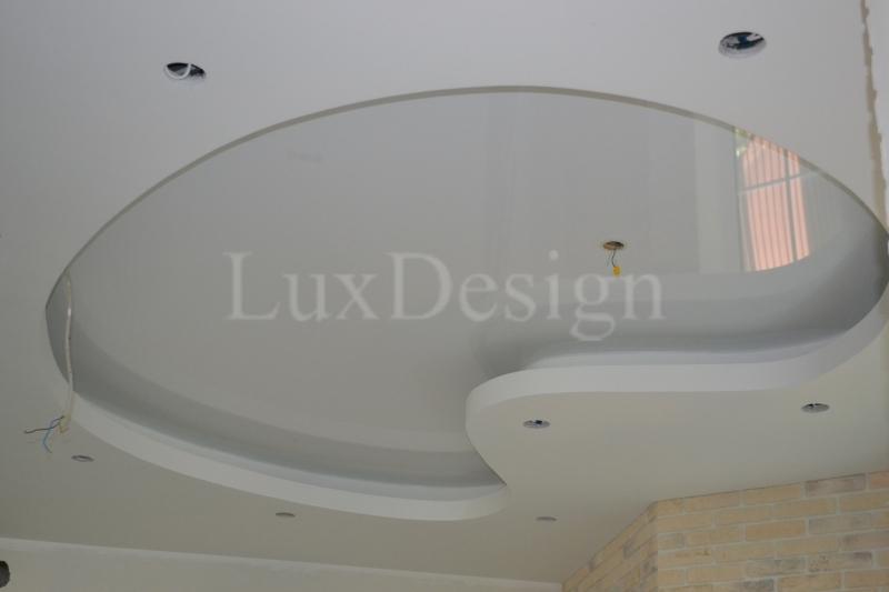 натяжной потолок на кухне вствка в гипсокартон.JPG