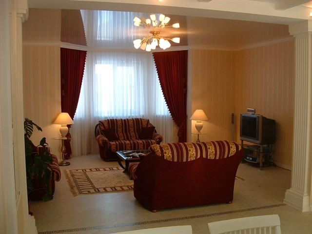натяжной потолок в гостиной-11.jpg