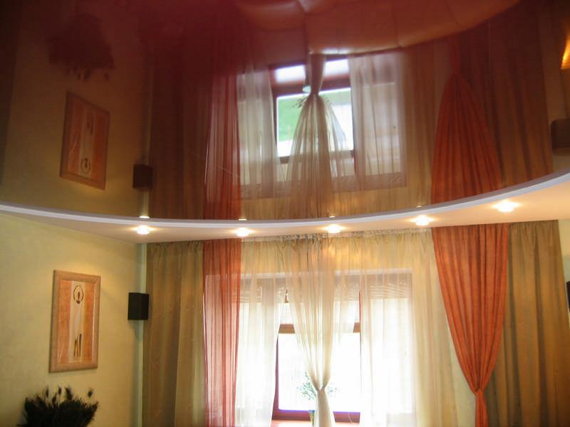 фото натяжных потолков в зале_11.jpg