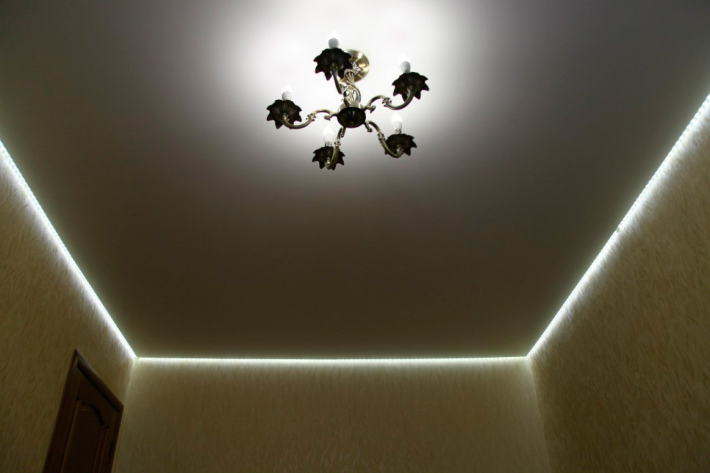 парящий-потолок-натяжной-фото_5.jpg